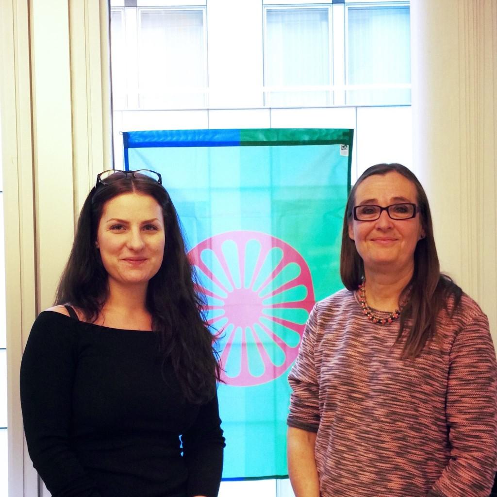 Vi på vårt kontor visar solidaritet med romerna på internationella Romadagen.